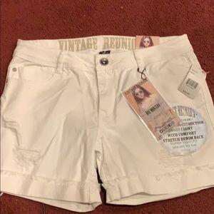 REWAAH White Jean Shorts. BNWT. Size29.